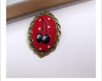 "Brooch vintage cherry red ""skewer me"" fabric"