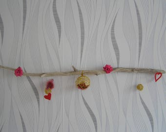 Wall decoration in gilt wood with red hearts and balls