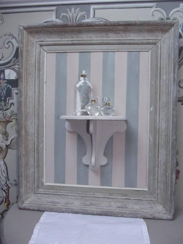 jolie console dans son cadre ancien. Black Bedroom Furniture Sets. Home Design Ideas