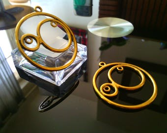 set of 2 large rings gold plated 34 mm in diameter.