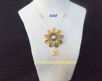 Yellow resin Daisy necklace
