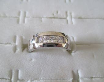 ring in 925 Silver with a small zirconiums