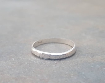 Hammered stacking band