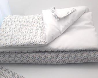 C01 - Round crib mustache kaleidoscope pattern and white snow.
