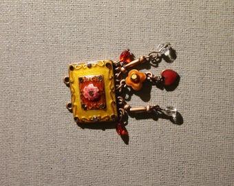 Pendant bead yellow orange to make a necklace