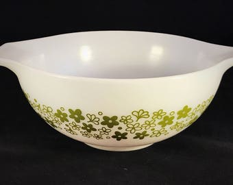 Pyrex 'Spring Blossom Green' Cinderella Bowl 443 2.5 Qt