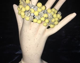Vintage stretch bracelet with yellow beads