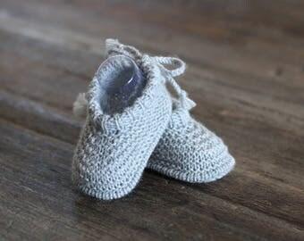 Newborn baby booties grey merino Pearl
