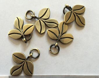 Set of 5 bronze leaf charms