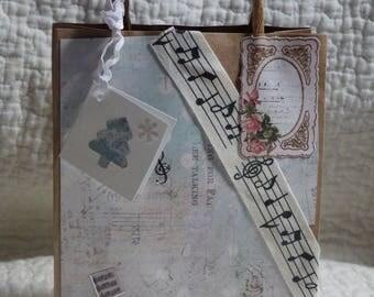 Shabby chic gift box kraft bag with music