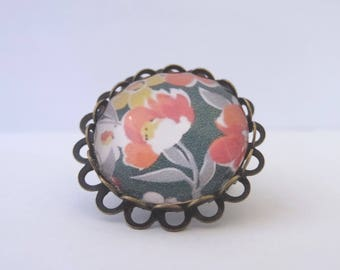 Brooch cabochon flowers, Orange, yellow and white background black