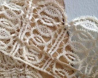 Vintage Ecru bobbin lace