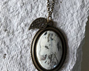 Necklace with medallion in mouldable dough