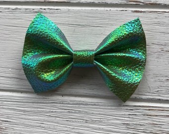 Metallic Green Textured Faux Leather Hair Bow,Green Faux Leather Bow,Textured Faux Leather Bow,Textured Bow,Nylon Headband,Hair bow,bow