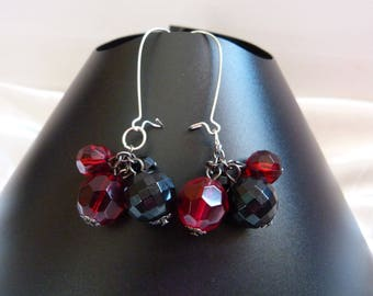 GLASS BEADS EARRINGS RED AND BLACK