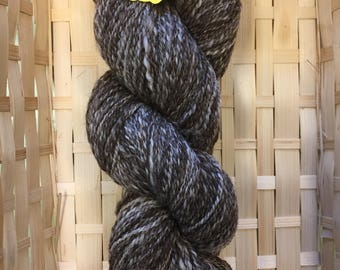 100g skein hand spun blue faced Leicester yarn 'Humbug'