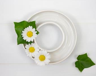 Flower arranging ring of white ceramic