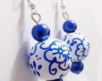Earrings, dangle earrings, blue, white, beads, artisan-style, wood hand painted, pattern earthenware