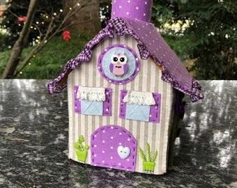 Felt box door pens in the shape of a cottage