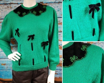 Fab 80s jumper with velvet collar and bows.