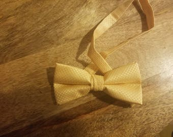 Yellow bow tie (clip on)