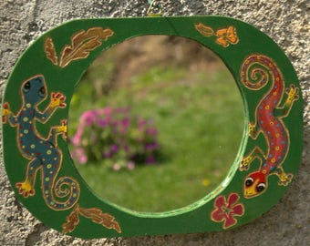 Oval wall mirror with decorative carved lizards