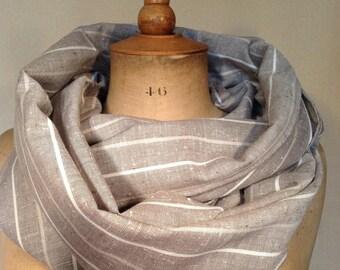 Spécia fête : écharpe, cheich, foulard en lin et polyester, beige, lignes blanches et légèrement rosé