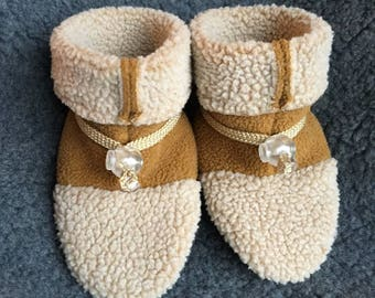 Adorable baby slipper, booties, soft sole shoe from Toggle Toes in toddler size 12-24 months, baby shoe size 5-6