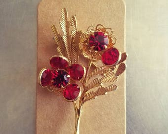 Gorgeous Vintage, Unbranded, Ruby Red Flowers with Gold Plated Brooch