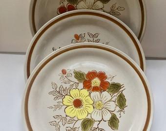 Vintage 70s Floral Dinner Plates