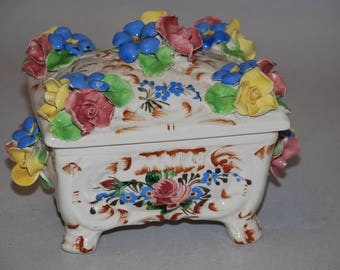 Small tin with rose made of ceramics-also called nippes-vintage Sweetheart for the setting box from the 70s