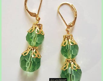 Earrings with green crystals and golden.