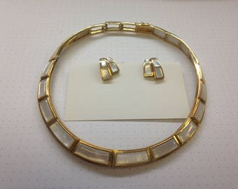 18K Yellow Gold Mother of Pearl Necklace and Earring Set