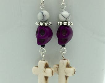 Skull and crossbones earrings ' death and devils ' | White-Violet