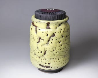 Bug Bite/Ice Crack Glaze/Glost-fired Earthen Tea Caddy/Creamy Yellow;Handmade;Taiwan pottery;Japanese style;Ceramicware;Unique gifts;pottery