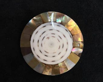 Magnetic brooch mother of Pearl