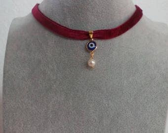 Chocker in velvet with natural pearl and Turkish eye