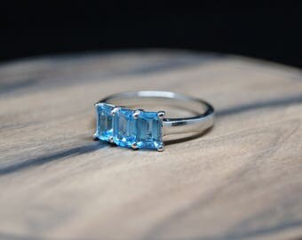 1.85ct blue topaz sterling silver ring