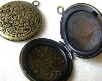 2 VINTAGE-STYLE Pendant LOCKETS - 20mm with Hinged Opening - Nice Frame for a Photo, Keepsake