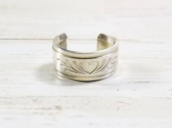 Wide Sterling Silver Toe Ring- Heart and Flourish