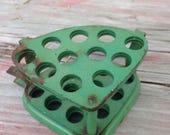 Expandble Green Metal Fower Frog