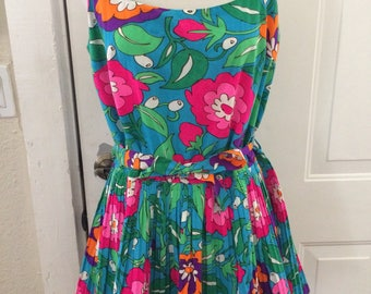 Adorable vintage women's 1960's/1970's bright floral romper/swimwear. Size L/XL