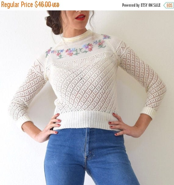 SUMMER SALE / 20% off Vintage 60s 70s Cream Knit Fitted Pullover Sweater with Floral Embroidered Details (size xs, small)