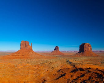Landscape photography, southwest USA, Monument Valley Utah, horizon, desert landscape, western movie, meditation room, yoga studio, wall art