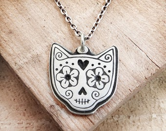 Cat sugar skull Day of the Dead necklace, Día de los Muertos jewelry, memento mori, cat memorial necklace, kitty skull, remembrance jewelry
