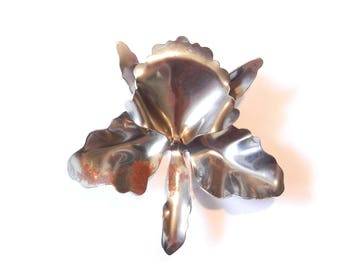 Old Steel Iris Flower Stamping Dimensional Decorative Stamping