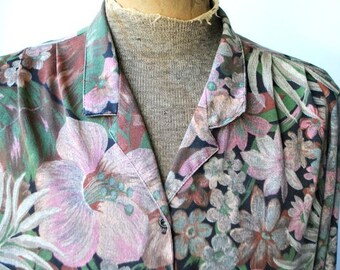 Boho vintage 70s, soft, light polyester bluse with a pastel watercolor print od the exotic flowers and leaves. Made by Joanna. Size16.