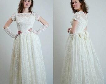 SALE 25% off sundays Lace Wedding Dress Vintage 60s Cream Lace Rosette Princess Wedding Dress Gown (s)