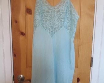 Vtg Vanity Fair Light Blue Nylon Full Slip / Size 40 / Tricot Nylon Lace / Vintage Clothing Rockabilly Pin Up Girl Atomic