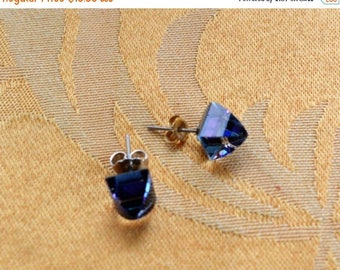 ON SALE Pretty Vintage Blue Aurora Borealis Crystal Pierced Earrings (Z10)